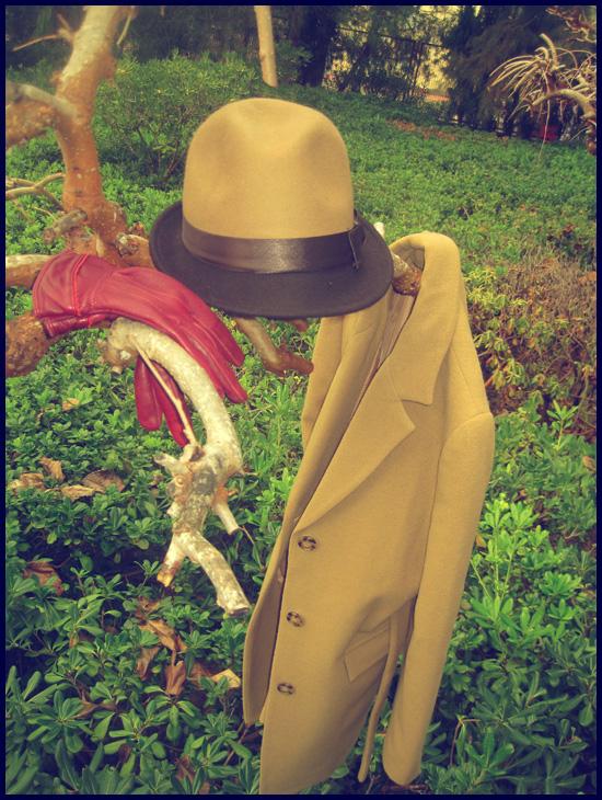 borsalino, guantes piel, abrigo camel