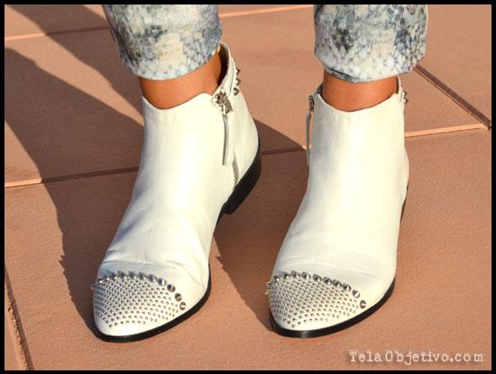 botines blancos con tachuelas
