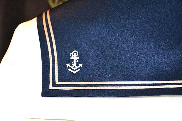 Detalle traje de marinero comunión niño