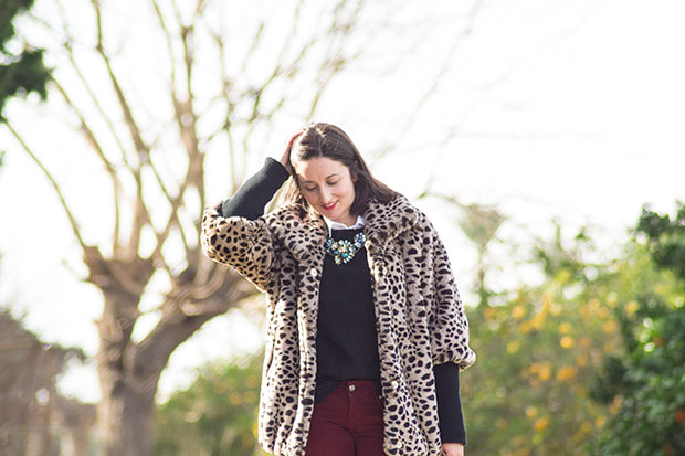 look con abrigo de animal print