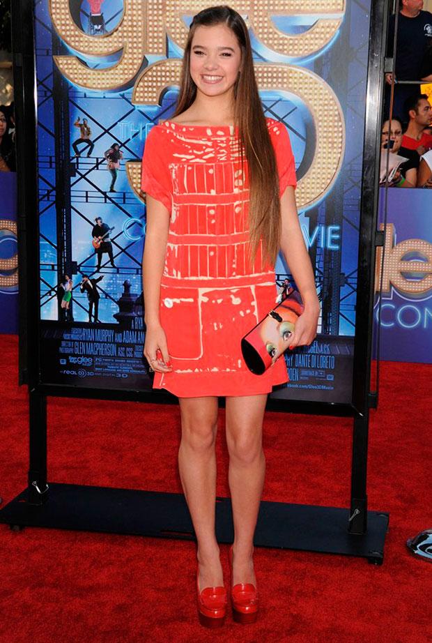 vestido rojo Hailee Steinfel