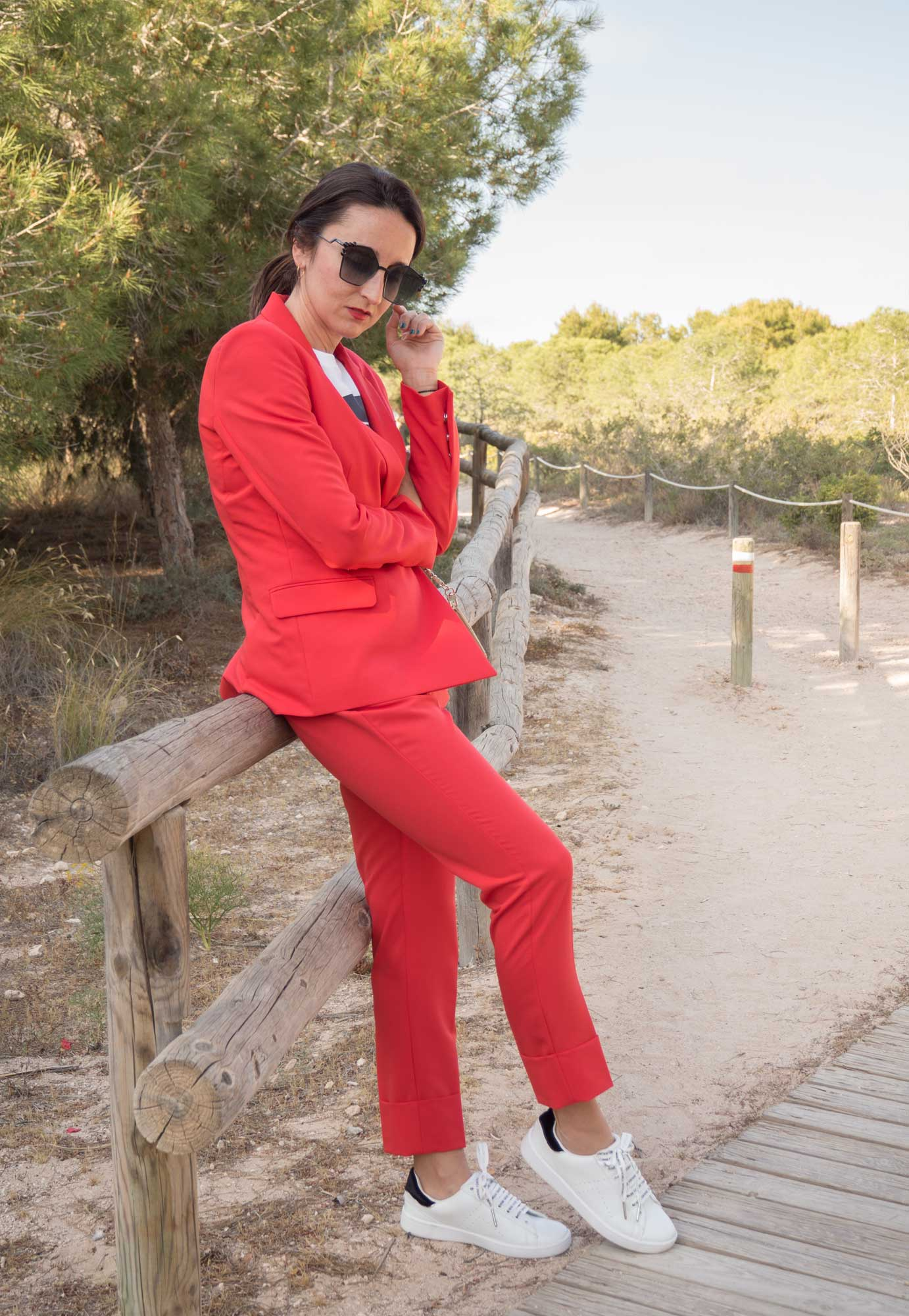 traje rojo Bershka